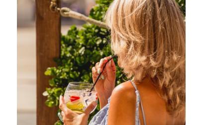 Storia del gin e del suo progenitore meno noto