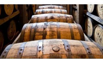 Rum: le forme di distillazione, l'invecchiamento e i diversi stili di produzione